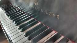 Afinación de pianos.