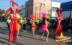 Batucada y Zanqueros: Desfiles de Feria, Caravanas y Eventos Deportivos